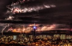 11 Dramatic Images Of Lightning Over Johannesburg, South Africa Johannesburg Africa, African Jokes, Lightning Images, Lightning Storms, Lightning Strikes, Wild Weather, Thunderstorms, Tornados, Beautiful World