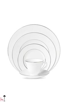 Would you like some elegant and refined plates? Choose 6 dinner plates Anmut Platinum No.2 by Villeroy & Boch!