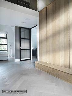 Visgraat parket in verschillende afwerkingen te bewerken for Garderobe exterior