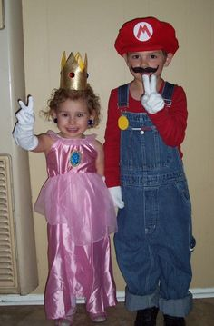 diy princess and frog halloween costume ideas | Mario and Princess Peach Costumes | Costume Pop