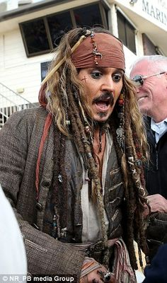 American actor Johnny Depp catches up with fans on set after a drama-filled three months filming Pirates Of The Caribbean on the Gold Coast Best Movie Actors, Movies, Jack Sparrow Quotes, Johnny Depp Characters, Johny Depp, Here's Johnny, Pirates Of The Caribbean, American Actors, Actors & Actresses