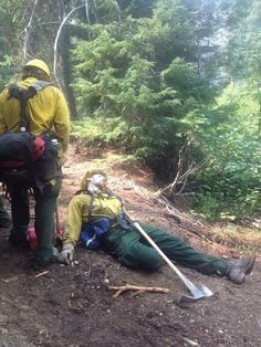 Crew Bosses told firefighters to take advantage of any breaks since many times the shifts lasted 16 hours or more. WNA Type 2 Hand crew from Nevada at the Log Fire Klamath National Forest (August Granite Mountain Hotshots, Thin Green Line, Wildland Firefighter, Log Fires, Forest Service, Hot Shots, August 2014, Close Up, Firefighters