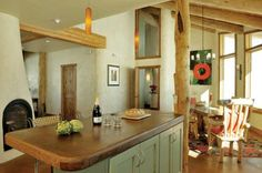 Zen Ranch: A Colorado Straw Bale Home Sunlight streams into the south-facing dining room, keeping the house toasty in winter. Cob House Plans, Rammed Earth Homes, Off Grid House, Natural Building, Green Building, Built In Furniture, Tadelakt, Straw Bales, House Made