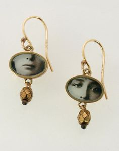 Tiny Eyes & Mouth Earrings in bronze