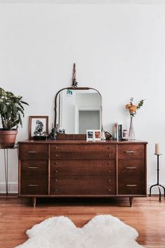 Home Decor Inspiration Lessons learned from working at an interiors magazine. Decor Inspiration Lessons learned from working at an interiors magazine. Retro Home Decor, Cheap Home Decor, Diy Home Decor, Modern Decor, Interiors Magazine, Suites, My New Room, Home Interior, Interior Designing