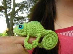 amigurumi... Hannah would love this one b/c it looks like the chameleon from Tangled!
