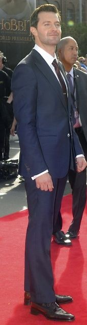 How I love tall man. RICHARD ARMITAGE -GORGEOUS MAN, full length on red carpet
