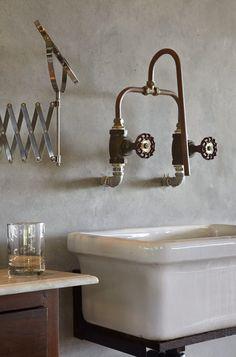 Bathroom sink industrial copper taps 70 ideas for 2019 Bad Inspiration, Bathroom Inspiration, Interior Inspiration, Industrial Bathroom, Modern Bathroom, Design Bathroom, Industrial Kitchens, Boho Bathroom, Small Bathroom