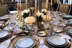 How To Decorate A Dining Table With A James Bond Theme   Delightfull Blog #diningroomideas #diningroomtable #jamesbond Find more here: http://delightfull.eu/blog/2015/10/21/how-to-decorate-a-dining-table-with-a-james-bond-theme/