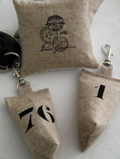 Image of Porte clés lin 'Berlingot chiffre' - Lavender Bags, Lavender Sachets, Small Sewing Projects, Diy Projects To Try, Sachet Bags, Textiles, Scented Sachets, Burlap Crafts, Couture Sewing
