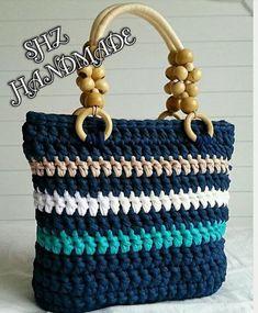 Penye İpten Çanta Örme Penye İpinden Çanta Modelleri 2019 Diy Drawstring Purse, Diy Tote Bag, Diy Purse, Crotchet Bags, Knitted Bags, Crochet Handbags, Crochet Purses, Handmade Bags, Handmade Handbags