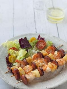 Shrimp skewers with chorizo and pineapple Barbecue Ribs, Barbecue Chicken, Bbq Grill, Shrimp Skewers, Bbq Party, Meat Recipes, Food Inspiration, Carne, Entrees
