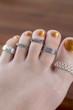 Sterling Silver Jewelry Sterling Silver Toe Ring - Add a sweet hippie vibe to your summer style with a sterling silver toe ring. These toe rings come in your choice of boho chic patterns and is fully adjustable. One size fits most. Gold Jewelry, Jewelry Rings, Fine Jewelry, Craft Jewelry, India Jewelry, Diamond Jewelry, Sterling Silver Toe Rings, Silver Rings, Silver Bracelets