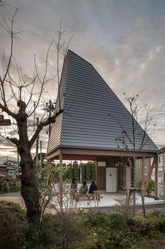Japan Architecture, Wooden Architecture, Sustainable Architecture, Architecture Design, Triangle House, Arch House, Roof Detail, Inspiration Design, Gardens