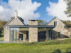 The farmhouse exterior design totally reflects the entire style of the house and the family tradition as well. The modern farmhouse style is not only. Stone Cottages, Stone Houses, Rock Houses, Cottage Extension, Glass Extension, Building Extension, Roof Extension, Extension Ideas, Modern Farmhouse Exterior