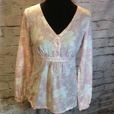 G.H. BASS COTTON BLOUSE Pretty pale pink and white blouse with a floral print G.H. BASS Tops Blouses
