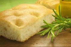 La fugassa è la tipica focaccia genovese all'olio che ci si può divertire a preparare a casa. Qui la ricetta tipica per preparare la vera focaccia genovese.