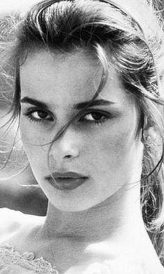 Great Tips For People Who Want Perfect Skin Classic Beauty, Timeless Beauty, Aquarius, Bette Davis Eyes, Nastassja Kinski, Bollywood Posters, Actor Studio, Portraits, Girls World