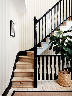This stunning Regatta Stripe Wallpaper by Cole & Son forms part of the new elegant and sophisticated Marquee Stripes Collection. From bold, graphic super-sized stripes, to delicate, hand rendered fine lines. White Staircase, Staircase Design, Modern Stairs Design, Black Banister, Striped Wallpaper Stairs, Stripe Wallpaper, Wallpaper Staircase, Wallpaper Uk, Deco Cool