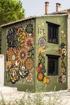 Mural Mandalas by Koraije & Supakitch 's Wall Paint 's Installation / France Murals Street Art, Outdoor Art, Outdoor Walls, Fence Art, Mural Wall Art, Public Art, Yard Art, House Painting, Mural Painting