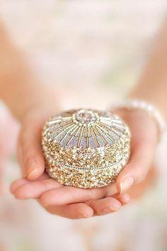 ღ Trinket Box just for you Jewelry Box, Jewelry Accessories, Jewellery, Jewelry Stores, All That Glitters, Trinket Boxes, Little Gifts, Girly Things, Pink And Gold