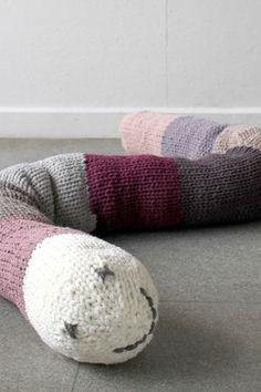 diy zum knuddeln kuscheltiere selber stricken hasenkissen pinterest stricken h keln und. Black Bedroom Furniture Sets. Home Design Ideas