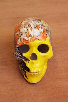 Hand Painted Porcelain Skull. Is it normal to get so excited over a bit of porcelain? (YES!): http://skullappreciationsociety.com/hand-painted-porcelain-skull/ via @Skull_Society
