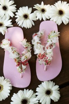 85651317dbae5 15 DIY flip flop ideas – How to decorate your summer sandals Crochet Sandals