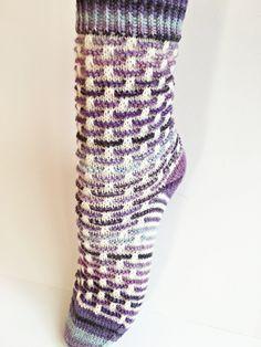 p/stephie-socken-stricken-produktbild-rinikaf - The world's most private search engine Knitting Patterns Free, Knit Patterns, Free Knitting, Cosy Socks, Knit Stockings, Knitted Slippers, Patterned Socks, Designer Socks, Knitting Socks