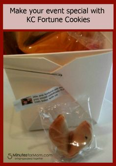 #Win Customized Fortune Cookies from @Susan & Janice (5 Minutes For Mom) & @KCFortuneCookiefactory