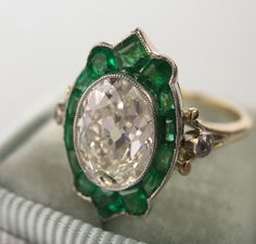 Antique Oval Diamond Emerald Halo Ring www.jewelsbygrace… Antique Oval Diamond Emerald Halo Ring www. Bijoux Art Deco, Art Deco Jewelry, Jewelry Gifts, Fine Jewelry, Jewelry Design, Handmade Jewelry, Antique Jewelry, Vintage Jewelry, Antique Gold