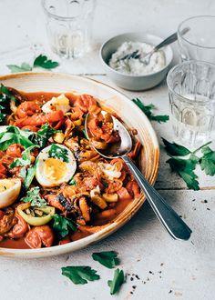 Deze paprikastoof is een lekker vegetarisch recept voor doordeweeks! Het is snel gemaakt. Eet hem zo of met met brood, rijst of aardappeltjes. Vegetarian Recepies, Healthy Recipes, Healthy Food, A Food, Good Food, Food Porn, Health Dinner, Fresh Pasta, Greens Recipe