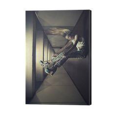 Fine kunstfoto av en kvinne opp ned Lerretbilde ✓ Enkel installering ✓ 365 dagers tilbakebetalingsgaranti ✓ Søk etter andre mønstre i denne samlingen!