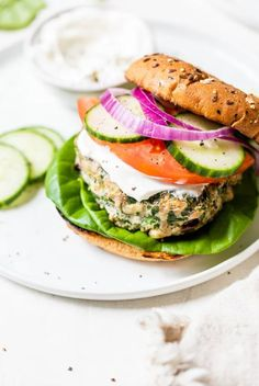 Easy Low Carb Meals Greek Turkey Burgers, Turkey Burger Recipes, Chicken Recipes, Clean Eating, Healthy Eating, Cooking Recipes, Healthy Recipes, Low Carb Recipes, Yummy Recipes