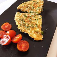 Frittata de espárragos trigueros y guisantes Frittata, Eggs, Cooking, Breakfast, Food, Sunday Brunch, Snap Peas, Vitamins And Minerals, Dinner