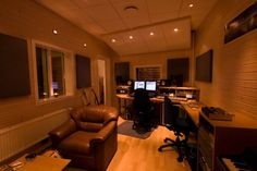 Recording studio for the house Dream Studio, Studio Room, Garage Studio, Audio Sound, Recording Studio Design, Guitar Room, Home Studio Music, Video Studio, Simple House