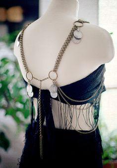 3aad3f1e4263 Artículos similares a El cinturón de la diosa - hecho por encargo Art Deco  Kuchi cadena correa   cuerpo y sostén cuelgue - cinturón de monedas danza  del ...