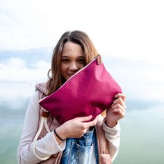 ⛄It's almost Christmas! Did you choose your gifts yet? Makeup Brush Case, Cute Purses, Nice To Meet, You Bag, Sustainable Fashion, Cotton Canvas, Clutch Bag, Shopping Bag, Burgundy