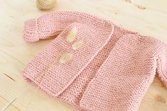 gilet-tricot-bebe Kids Knitting Patterns, Newborn Crochet Patterns, Knitting For Kids, Crochet For Kids, Baby Knitting, Crochet Baby, Knit Crochet, Knitted Baby, Baby Knits