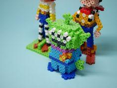 これもついでに作った宇宙人です。妖怪のジバニャンと似た構造にしたので特に悩まず作... Hama Beads, Hamma Beads 3d, 3d Perler Bead, Fuse Beads, Diy And Crafts, Crafts For Kids, Arts And Crafts, 3d Figures, 3d Pattern