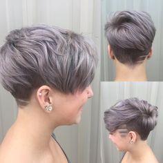 Just so in love with silver ❤️❤️❤️ #silverhair #grayhair #grannyhair