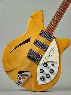 Roger McGuinn (Byrds) plays a Rickenbacker Jazz Guitar, Music Guitar, Guitar Amp, Cool Guitar, Rare Guitars, Vintage Guitars, Rickenbacker Guitar, Gretsch, Roger Mcguinn