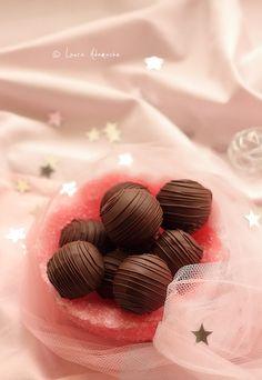 Bomboane de Ciocolata cu Nuca de Cocos (bomboane ciocolata si nuca de cocos)