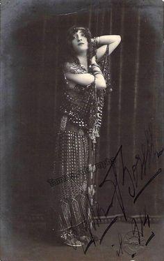Borelli, Lydia - Signed Photo Postcard 1914