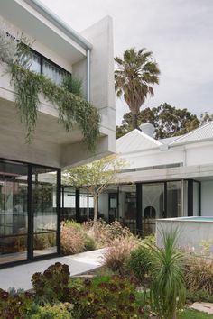 Reed House by Beth George Interior Design and Architecture – Project Feature – The Local Project Architecture Awards, Residential Architecture, Interior Architecture, Interior Design, Australian Architecture, Minimalist Architecture, Beautiful Architecture, Outdoor Walkway, Outdoor Decor