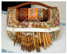 almohadilla para hacer puntilla de blonda (encaje de bolillos) por Rosa Torres