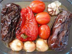 Uno de los platos básicos del recetario catalán a base de verduras, como berenjena, pimientos, cebolla o tomate, asadas en brasas y que servidas...