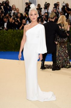 Kate Hudson in Stella McCartney. In a sea of questionable fashion at the Met Gala, of course she's still perfect.