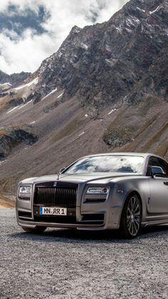 After the Divo last year, Bugatti would be about to present a new limited edition at the Pebble Beach Elegance Contest. A year ago, Bugatti once again panicked the press and the general public, by lifting Rolls Royce Wraith, Rolls Royce Phantom, Rolls Royce Wallpaper, Rolls Royce Motor Cars, Fancy Cars, Car Wallpapers, Exotic Cars, Bugatti, Luxury Cars