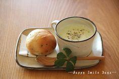 枝豆のポタージュとごまプチパン。